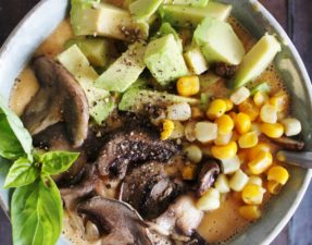 Суп из Томатов, Авокадо, Грибов и Кукурузы