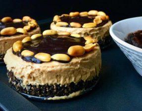 Мини-Кейки из Арахисового Мороженого и Шоколадного Фаджа