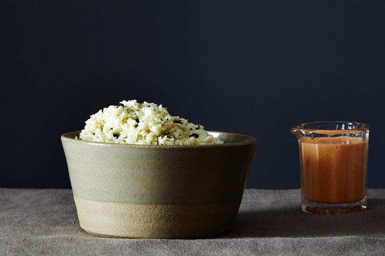 Средиземноморский Рис из Цветной Капусты с Перечным Соусом