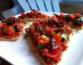 Шпинатно-Оливковая Пицца с Соусом