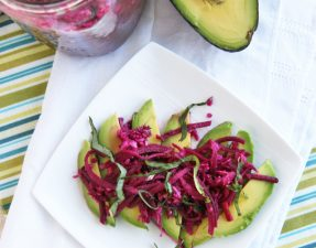 Салат из Квашеной Капусты и Авокадо