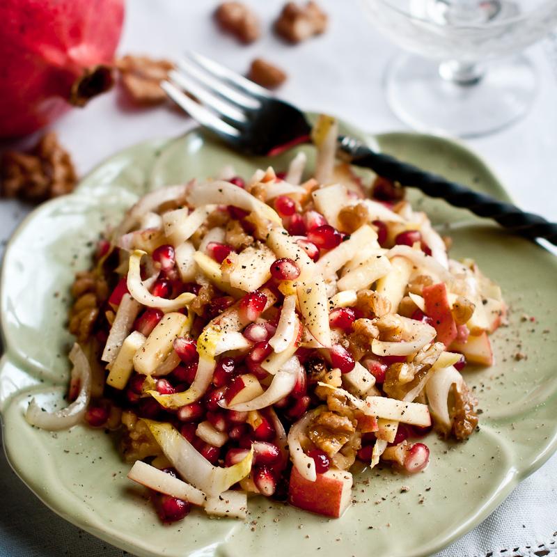 Сыроедческий Салат из Эндивия и Граната