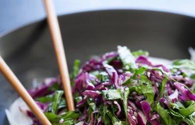 Сыроедческий Салат с Лапшой из Дайкона и Капустой