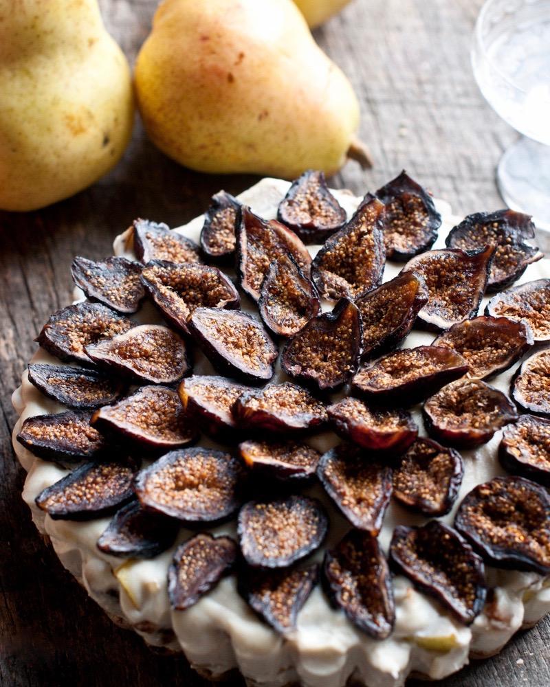 Сыроедческий Тарт из Груш и Инжира