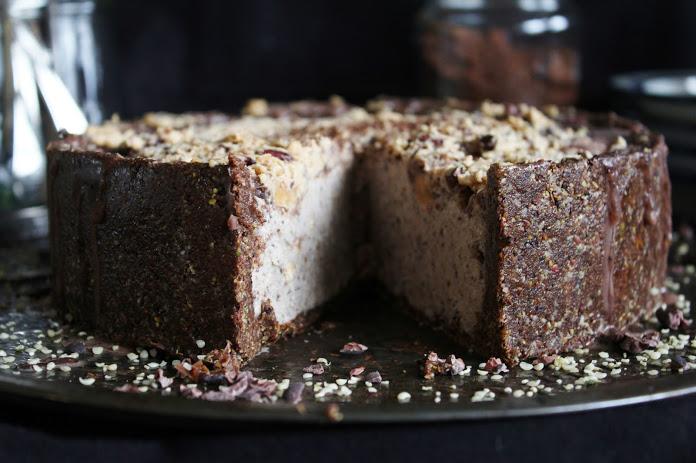 Высокий Шоколадно-Арахисовый Сыроедческий Тарт