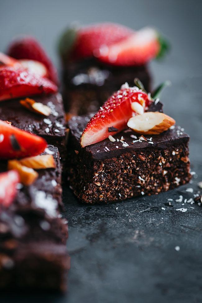 Сыроедческие Шоколадно-Клубничные Пирожные