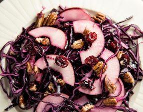 Сыроедческий Салат из Капусты и Клюквы