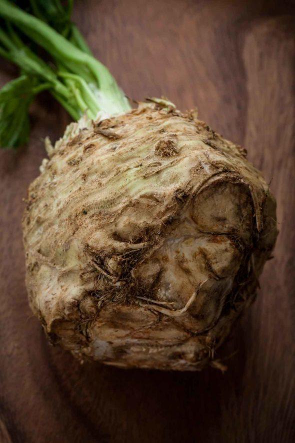 Сыроедческий Салат из Сельдерея и Яблок