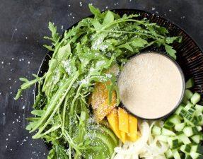 Сыроедческий Салат из Манго и Руколы