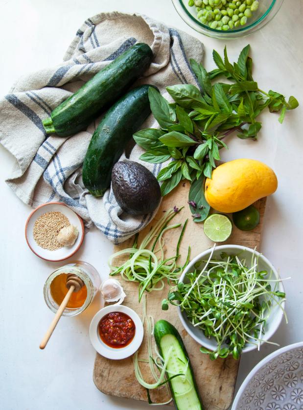 Сыроедческий Салат с Манго и Острой Заправкой