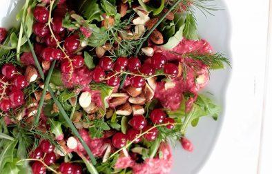 Сыроедческий Салат с Красной Смородиной