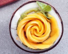 Сыроедческий Смузи с Розой из Манго