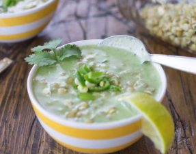 Сыроедческий Зеленый Суп-Карри с Чечевицей